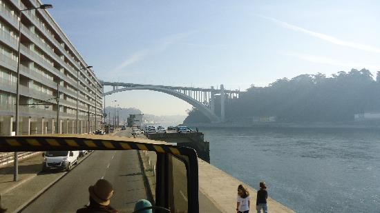 Yellow Bus Tours Oporto: By the river Douro
