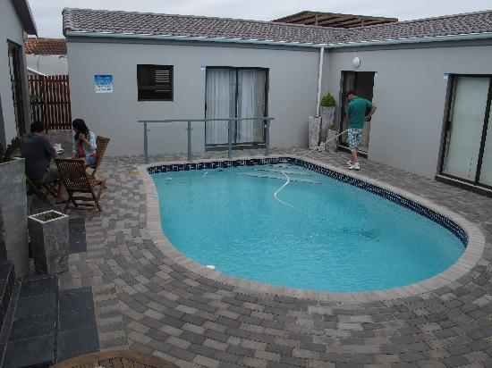 Le Blue Guesthouse: The pool