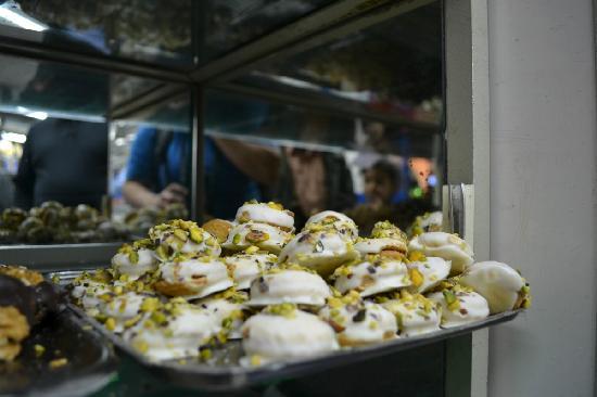 El Abd Bakery : Little pastries with pistachios!