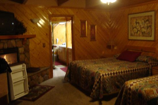 Giant Oaks Lodge Image