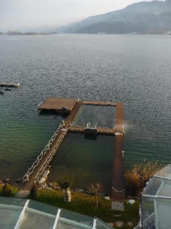 Schloss Seefels Hotel: piscina sul lago