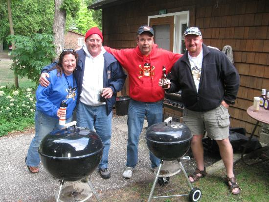 Cedar Lodge Resort: a typical cook out at back of lodge with great friends