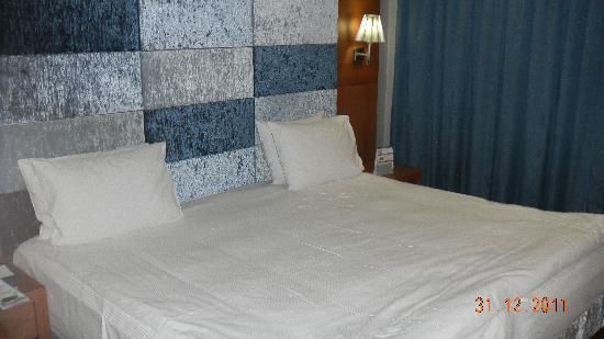 Limak Ambassadore Hotel Ankara: comfortable bed