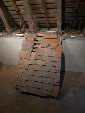 Chateau de Fougeres-sur-Bievre: More on tiling a roof