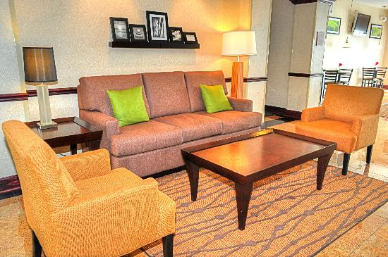 Sleep Inn Emporia: Warm Sitting Area