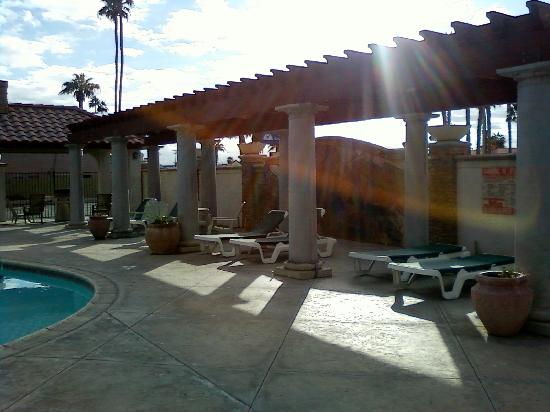 Regency Inn & Suites: Pool area