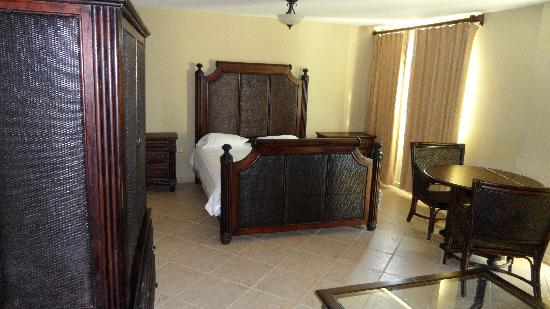 Sea Breeze Hotel: bedroom for room 101.  very nice and comfy bed.  tv cabinet is empty