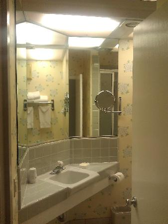 BEST WESTERN PLUS Encina Lodge & Suites: Spotless bathroom