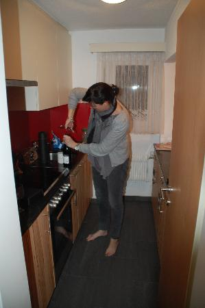Apartments Alpenfirn: Galley kitchen