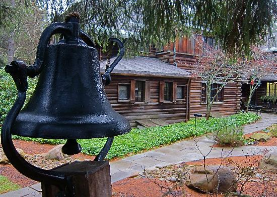 The Lodge at Glendorn: Dinner bell outside the Big House.