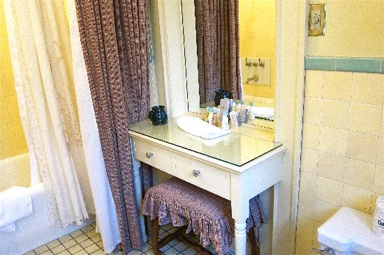 The Lodge at Glendorn: Dressing table in the charming vintage bathroom.