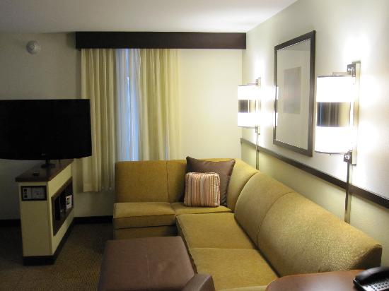 Hyatt Place Columbus/OSU: L-Shaped Sofa