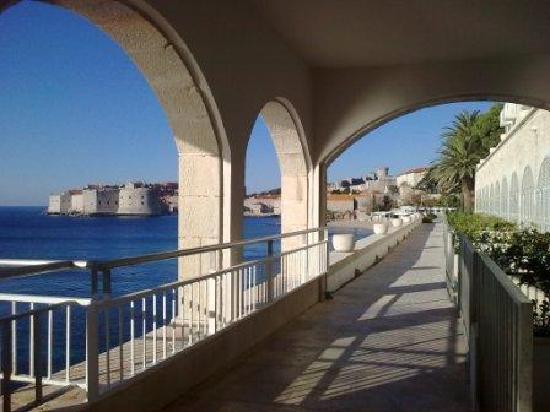 Hotel Excelsior Dubrovnik: Outside from restaurant