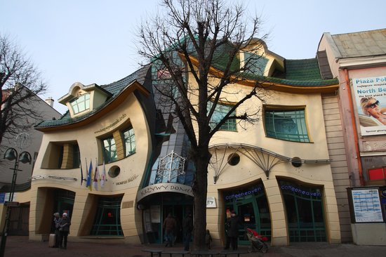 ‪Crooked House‬