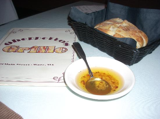 Gheppetto's Grill: Bread and savory olive oil are brought to the table as soon as you order.