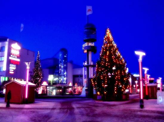 Santa's Hotel Santa Claus : Lordi Platz vor dem Hotel