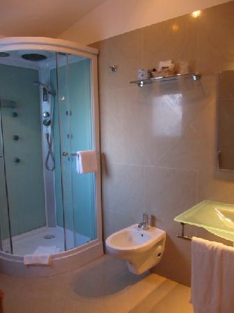 Hotel Hieracon: Superior Garden Room - at least bathroom was spacious