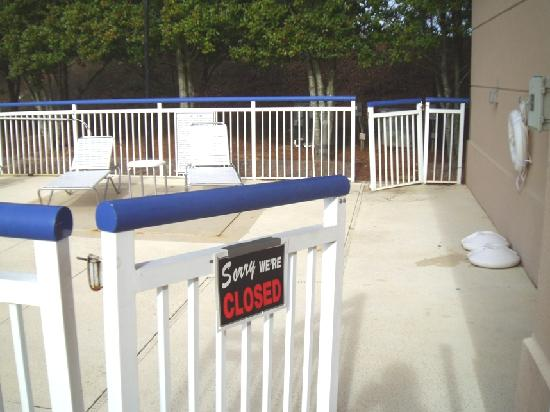 Fairfield Inn Greenville-Spartanburg Airport: Pool Gates Hanging / Probably a Violation of Law/Regulations