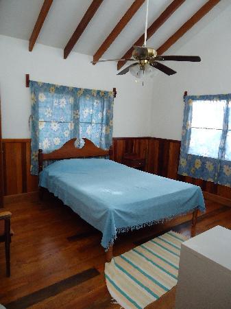 Maya Lodge: Blue Bedroom