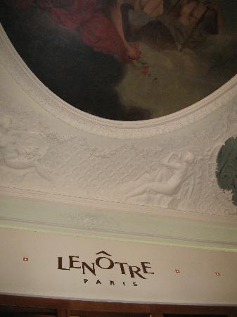 Le Cafe Lenotre : small section of painted ceiling in Cafe Lenotre