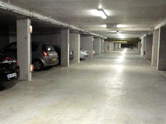 Appart'hôtel Odalys Olympe : Very Secure Parking
