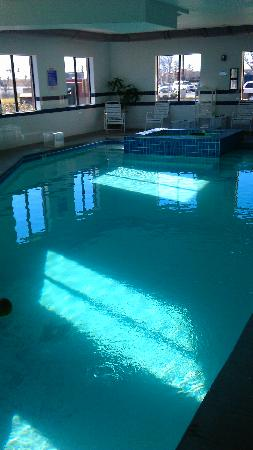Best Western Plus Olathe Hotel: Pool is too cold , Hot tub Jets too weak.