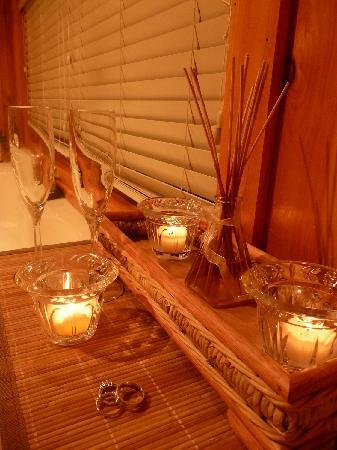 Bear Mountain Inn: candles, diffusers, bubble bath, champagne...