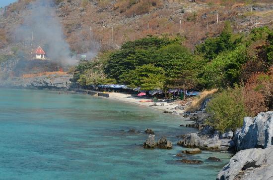 ในบริเวณพระราชวัง - Picture of Ko Si Chang Island, Ko Si Chang - TripAdvisor