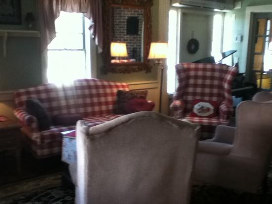 Christmas Farm Inn & Spa: front parlor with delicious coffee!