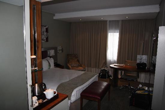 Holiday Inn Johannesburg-Rosebank: The Room