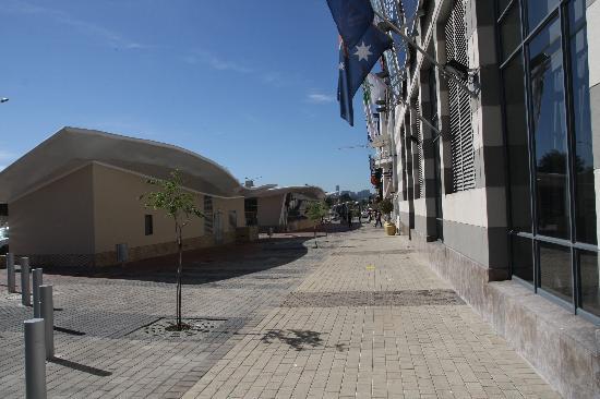 Holiday Inn Johannesburg-Rosebank: Distance from Hotel to Gautrain Station