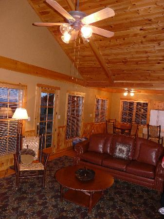 Inside cabin picture of mount magazine state park paris for Cabins near mount magazine