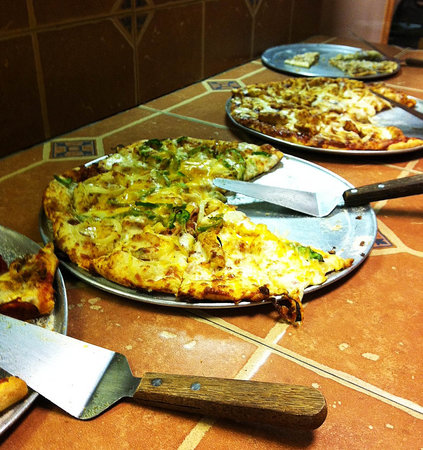 Big Al's Pizza : Pizza buffet has continuously rotating selections and you can pick them!