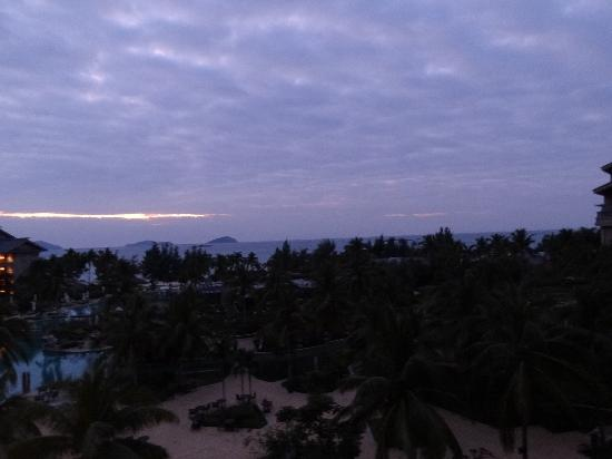 Hilton Sanya Yalong Bay Resort & Spa: Dawn view from Room