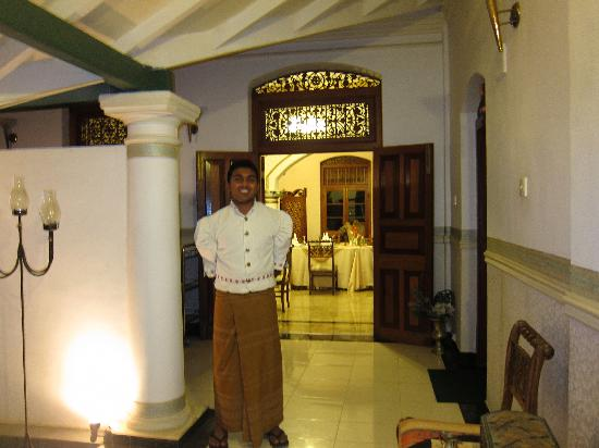 Manor House Kandy: Bandaar an excellent butler.