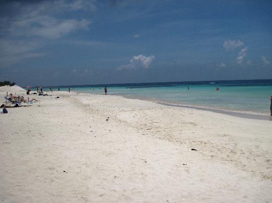 Flamenco Beach: White sand