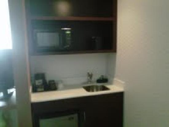 SpringHill Suites San Antonio Downtown/Alamo Plaza: Kitchen area