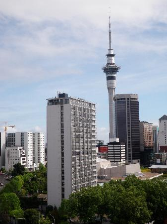 Quest Auckland Serviced Apartments: View of the Auckland Sky Tower from Quest at 363 Queen.