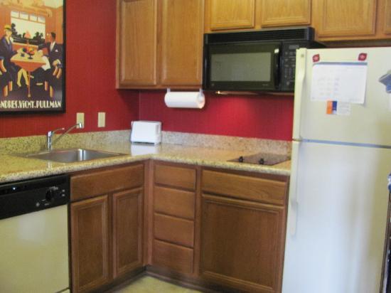 Residence Inn Arlington Rosslyn : The Kitchen