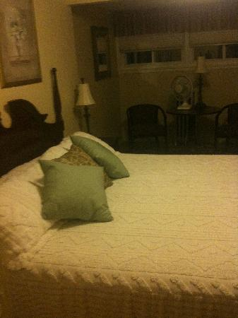 Top Notch Inn: Bedroom 1