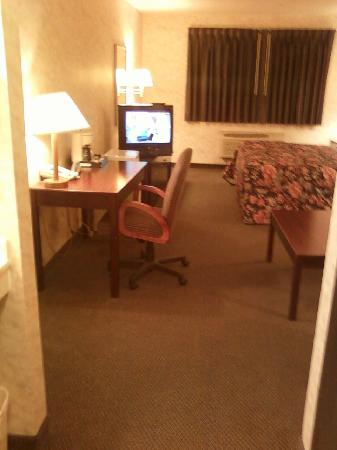Colfax Inn: Trying to show how much room there is.