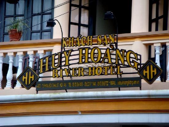 Huy Hoang River Hotel: Hotel sign