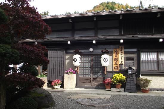 Shitanda: Entrance to the ryokan