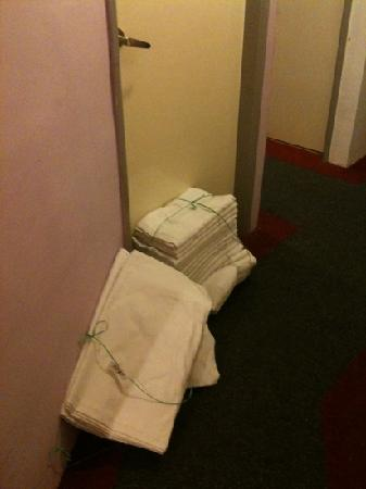 HereHotel.com: Clean sheets and towels on the floor