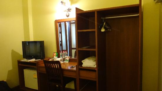 Sourire @ Rattanakosin Island: Desk and cupboard