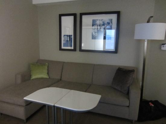SpringHill Suites Toronto Vaughan : The seating area