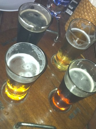 Louisiane Brewhouse: try their samplers before making your choice of beer