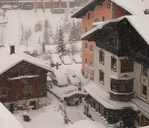 Hotel Post: Heavy snow storm as viewed from our hotel bedroom