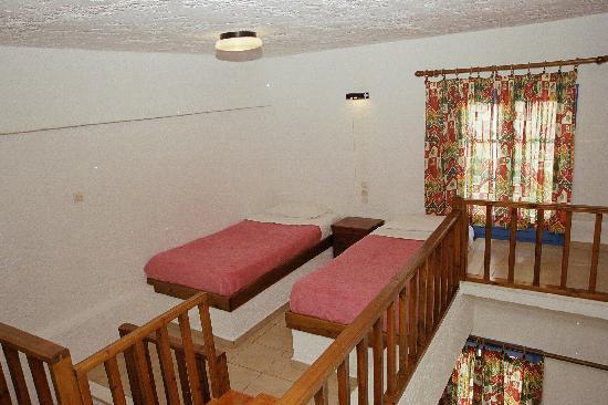 Joanna Hotel : Upstairs - Beds