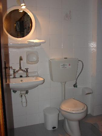 Joanna Hotel : Toilet - Bathroom